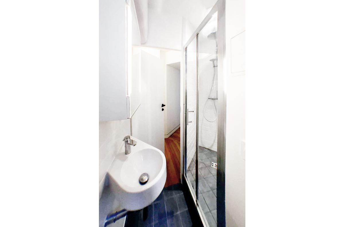 architecte-restructuration-appartement-douche-a-l'italienne-AREA-Studio