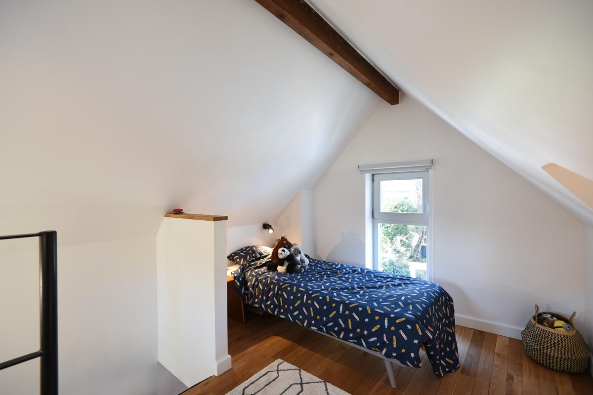 architecte-restructuration-renovation-aménagement-combles-parquet-chene-AREA-Studio