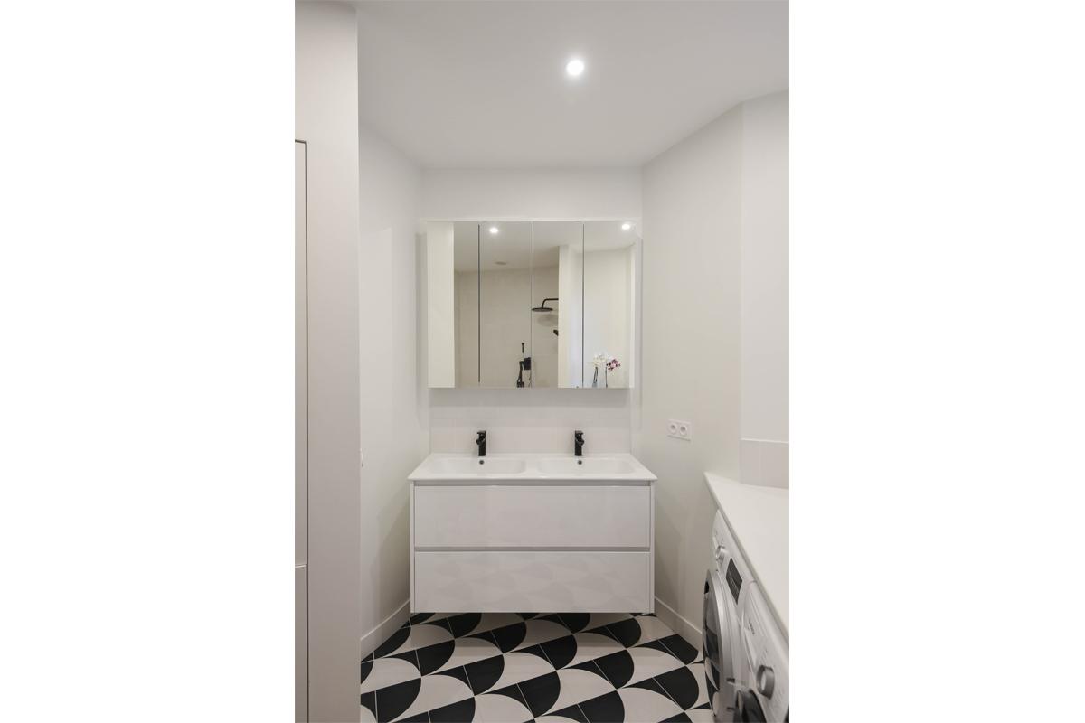 architecte-restructuration-renovation-aménagement-salle-de-bains-carrelage-à-motifs-AREA-Studio