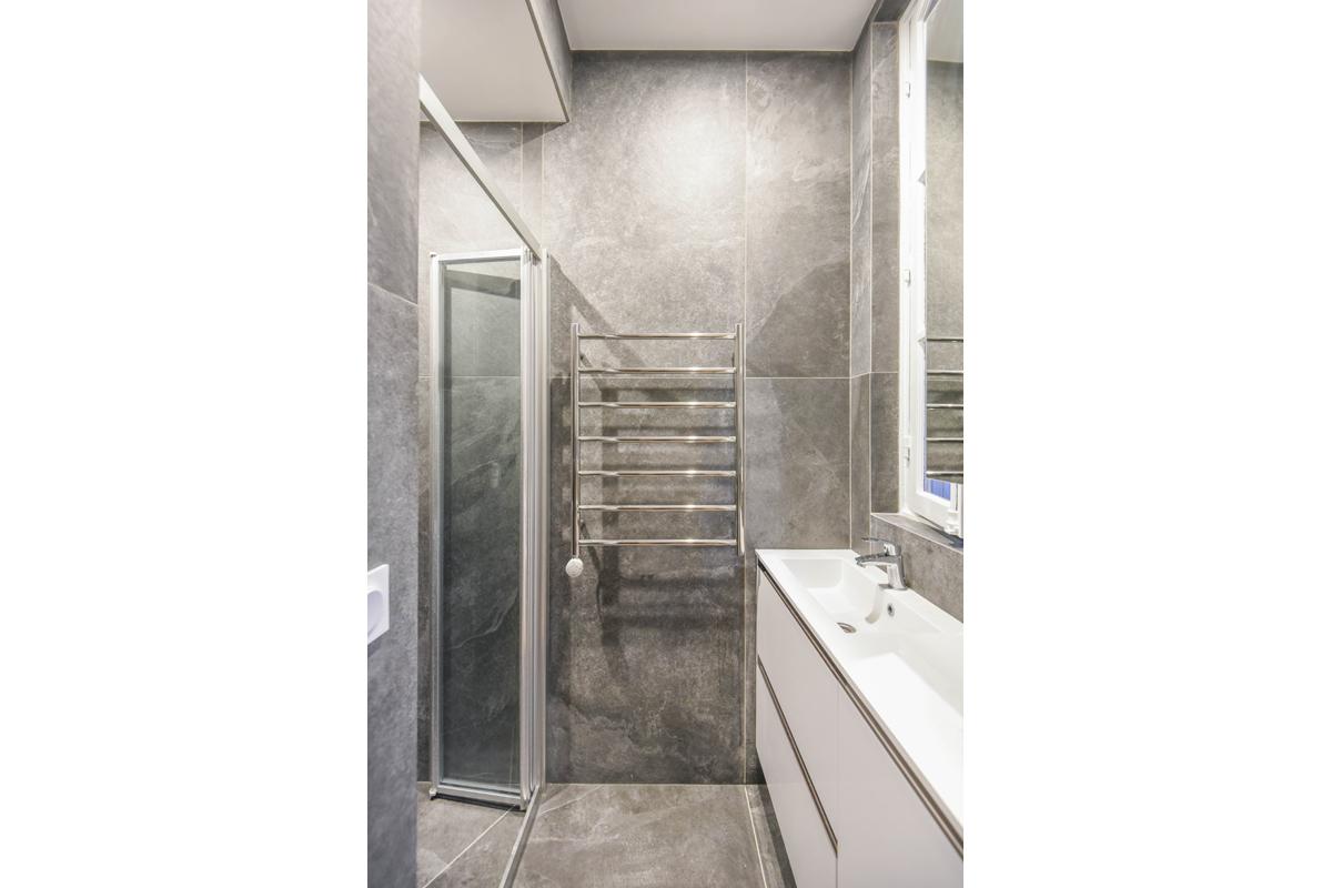 architecte-restructuration-renovation-aménagement-salle-de-bains-en-pierre-AREA-Studio