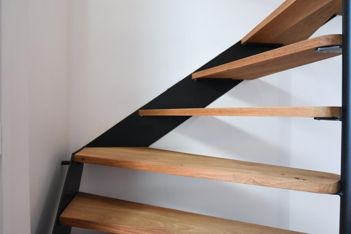 architecte-restructuration-renovation-escalier-metallique-bois-AREA-Studio.jpg